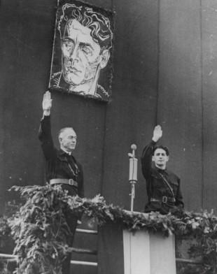 Ion Antonescu (stânga) și Horia Sima, conducătorii Statului Național-Legionar.