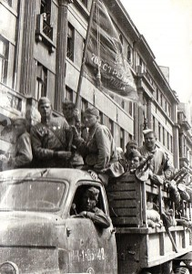 Armata Roșie a intrat în București la o săptămână după evenimente, găsind orașul eliberat de germani, armata română gata de luptă de partea ei și un guvern dispus să-i fie aliat.