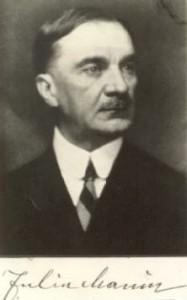 Iuliu Maniu, liderul Partidului Naţional Ţărănesc, a purtat negocieri pentru ieşirea României din război şi a colaborat cu regele pentru răsturnarea dictaturii antonesciene.