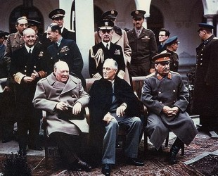 Churchill, Roosevelt şi Stalin la Yalta, în 1945.